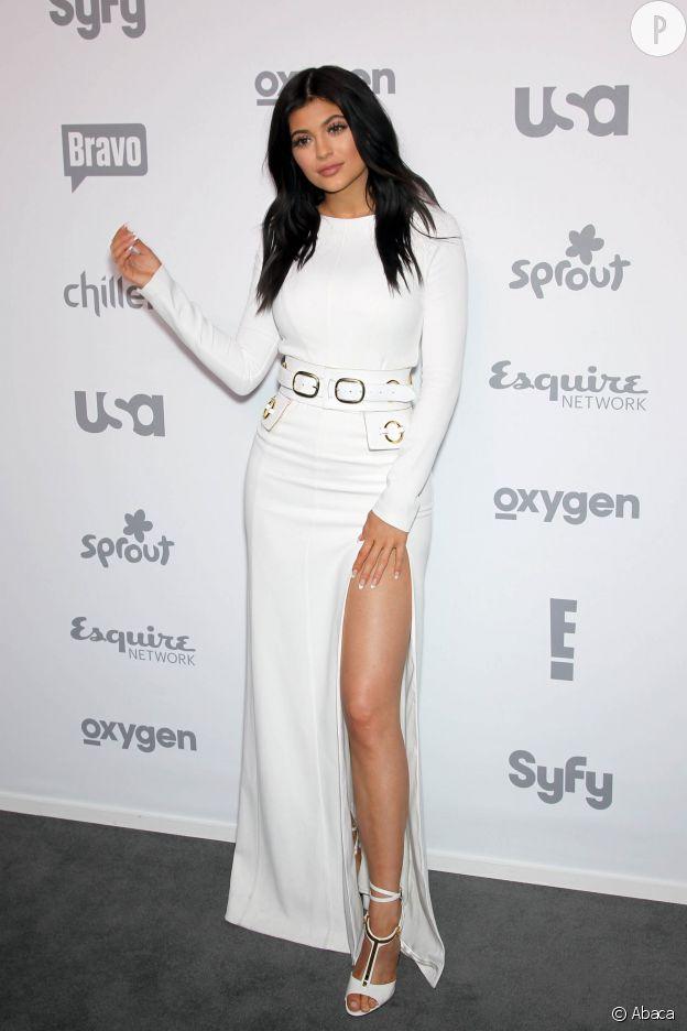 Kylie Jenner ose le maxi fendu sur le tapis rouge.