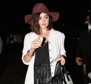Lucy Hale : Un look estival chic... A Shopper!