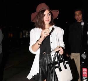 Lucy Hale a fait forte impression avec son petit short en cuir en sortant du restaurant à Los Angeles, samedi 16 mai 2015.