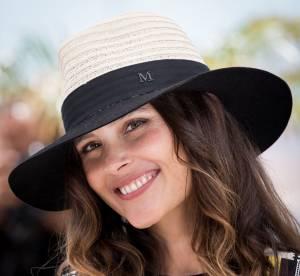 Virginie Ledoyen : souriante et chapeautée à Cannes