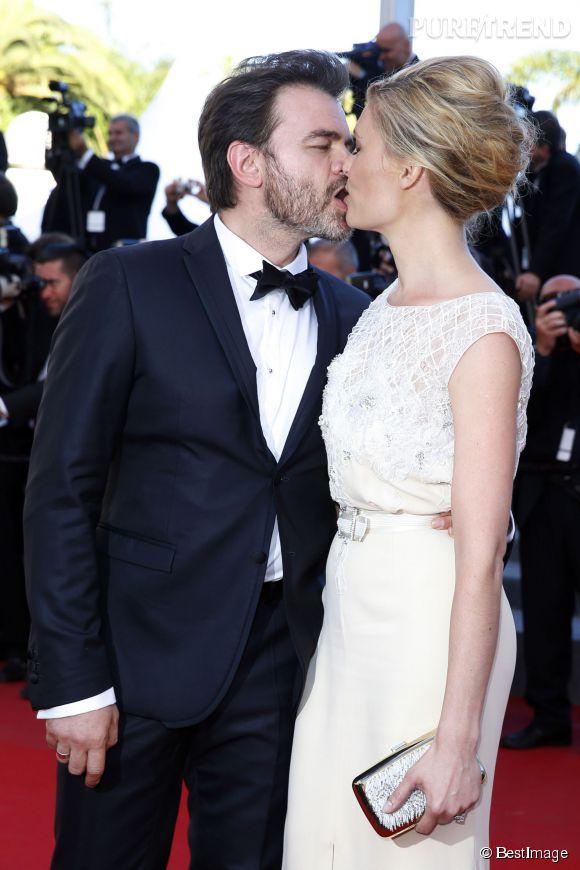 Gros bisou également pour Clovis Cornillac et sa belle Lilou Fogli. C'est beau l'amour à Cannes !