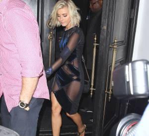 Julianne Hough trahie par sa robe, c'est l'alerte tétons à Los Angeles.