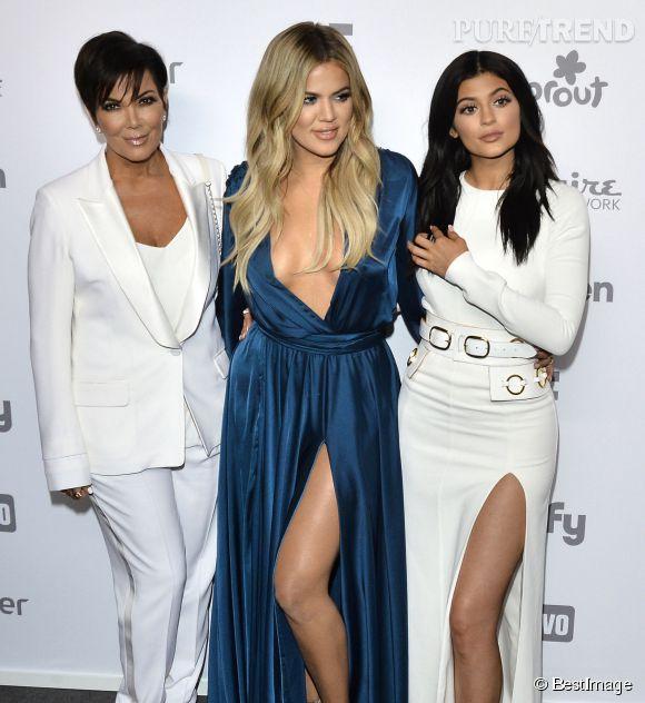 Kylie Jenner avec sa mère Kris et sa soeur Khloe Kardashian.