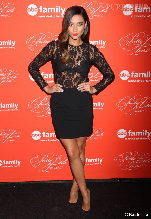 """Shay Mitchell, l'interprète d'Emily dans la série """"Pretty Little Liars""""."""