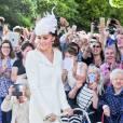 La duchesse arrive à l'église Sainte Marie-Madeleine avec un sublime landeau vintage.