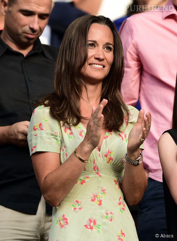Pippa Middleton : brushing parfait et robe légère dans les gradins de Wimbledon.