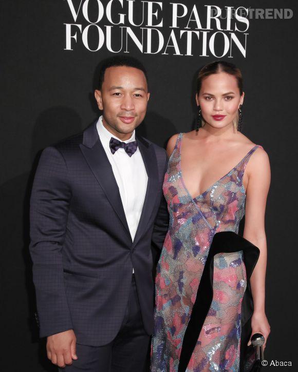 Chrissy Teigen et John Legend sont de passage à Paris pour la Fashion Week.