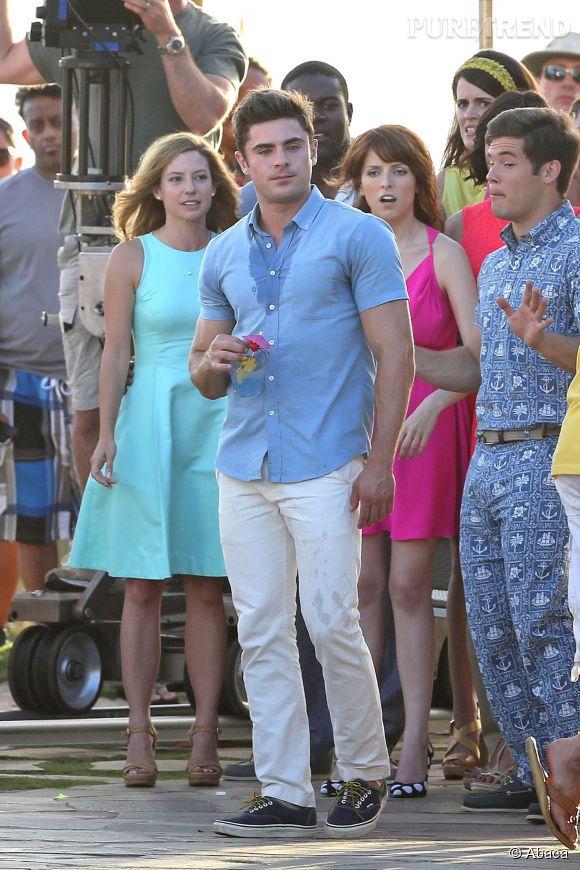 """Zac Efron sur le tournage de son nouveau film """"Mike and Dave Need Wedding Dates""""."""