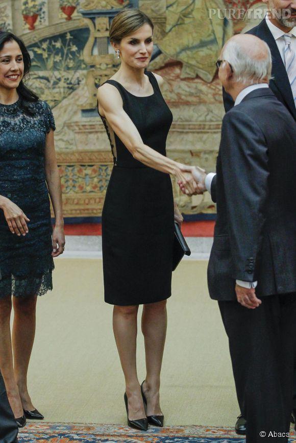 Letizia Ortiz, radieuse dans une petite robe noire.