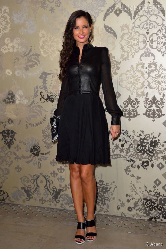 Malika Ménard dans sa petite robe noire, aujourd'hui au défilé Zuhair Murad Haute Couture automne-hiver 2015-2016.