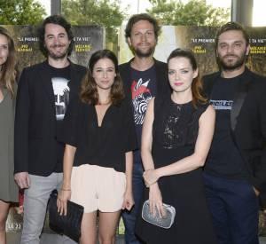 """Mélanie Bernier entouré du casting du film """"Nos futurs"""" : Laurence Arné, Rémi Bezançon, Pierre Rochefort, Roxane Mesquida et Pio Marmaï."""