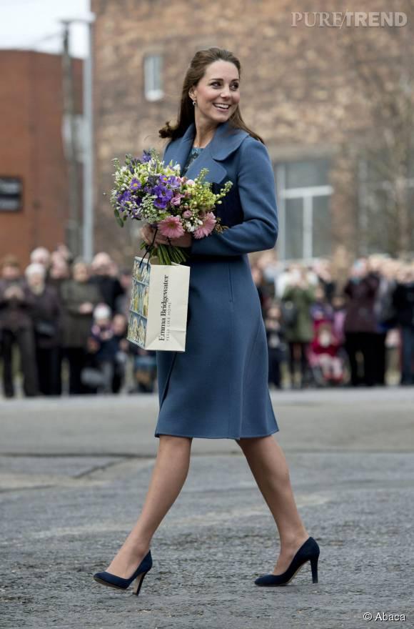 Kate Middleton a dû renoncer à ses escarpins compensés.