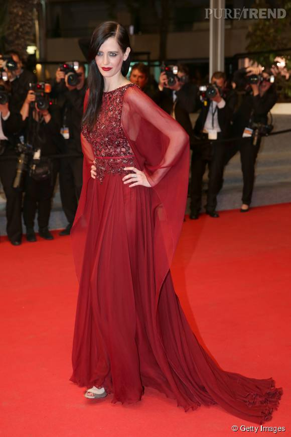 Pour monter les marches du Festival de Cannes en 2014, Eva Green était habillée en Elie Saab. Mémorable !