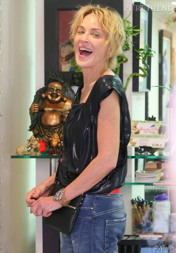 Sharon Stone est fun et naturelle. Elle se fait photographier sans maquillage.