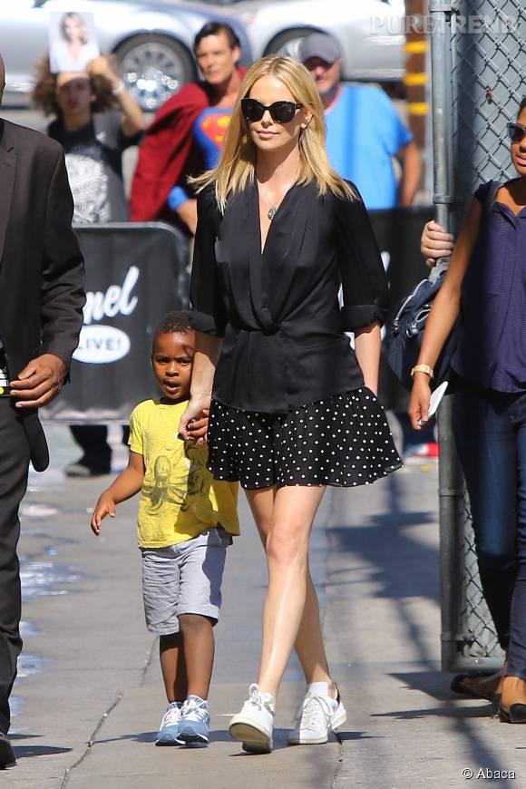 Charlize Theron et son fils Jackson à West Hollywood le 20 juillet 2015.