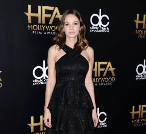 Carey Mulligan porte une robe Erdem, des bijoux Anita Ko et des chaussures Christian Louboutin sur le red carpet des Hollywood Film Awards le 1er novembre 2015 à Los Angeles.