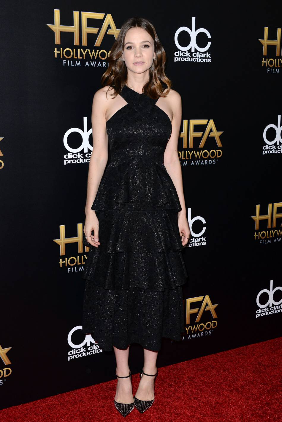 Carey Mulligan porte une robe Erdem, des bijoux Anita Ko et des chaussures Christian Louboutin sur le red carpet des Hollywood Film Awards le 1er novembre 2015 à Los Angeles.