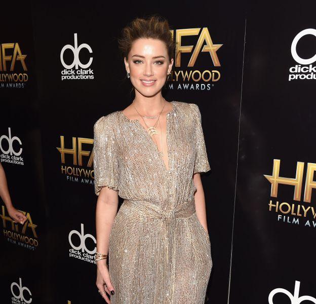 Amber Heard dans une combinaison Temperley London accessoirisée d'escarpins et d'une minaudière Jimmy Choo sur le red carpet des Hollywood Film Awards le 1er novembre 2015 à Los Angeles.