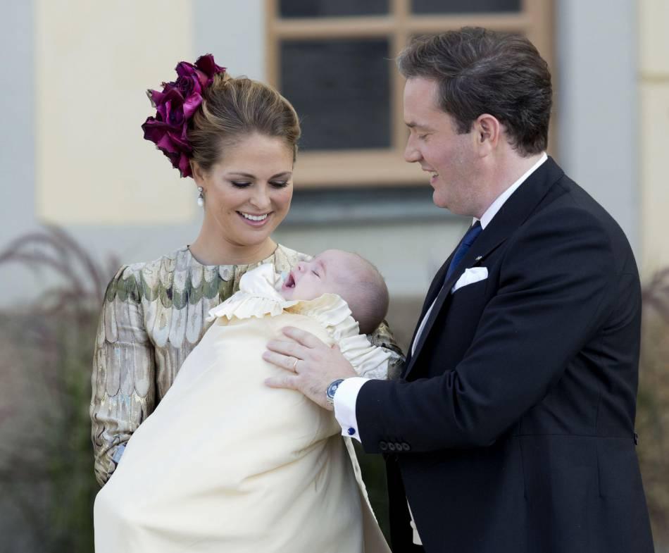 Madeleine de Suède et son mari, le jour du baptême de leur fils, le prince Nicolas.