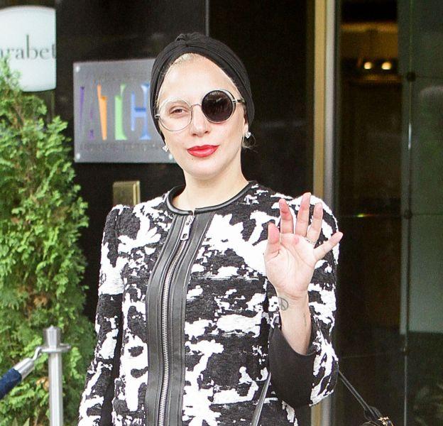 Lady Gaga dans un look dalmatien.