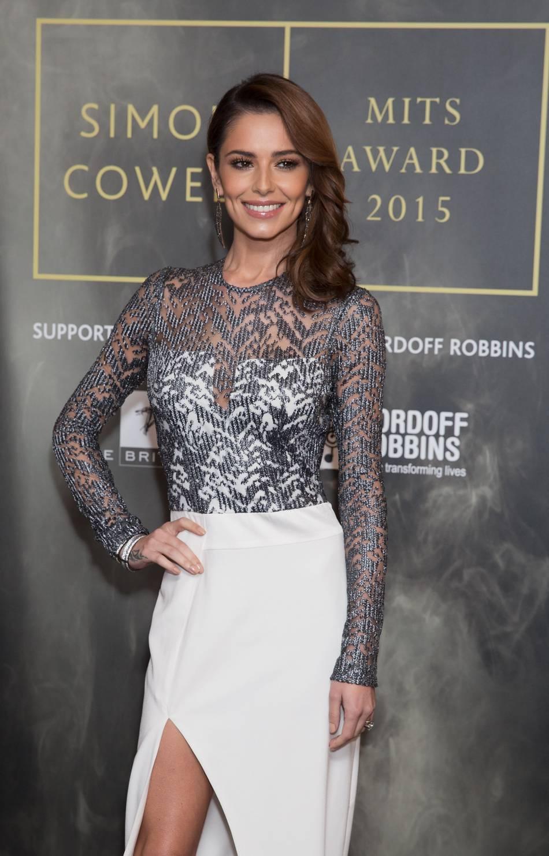 Cheryl Cole est venue soutenir son collègue de longue date, Simon Cowell, lauréat du prix Music Industry Trusts Award.