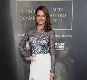 Cheryl Cole, ravissante dans une robe fendue et transparente signée Galvan.