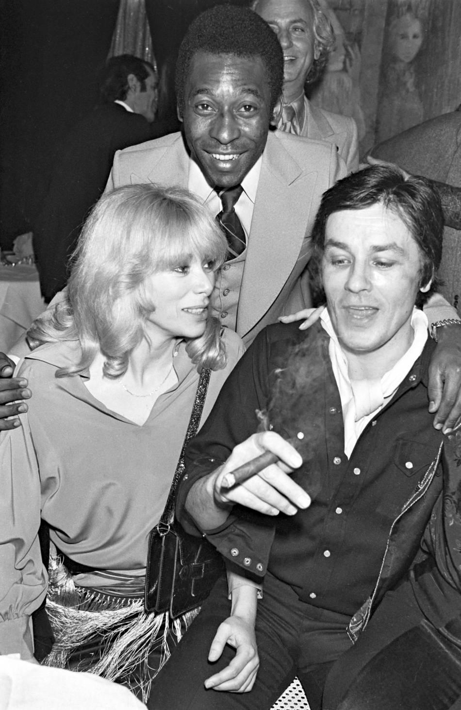 Mireille Darc, Alain Delon et le roi Pelé.