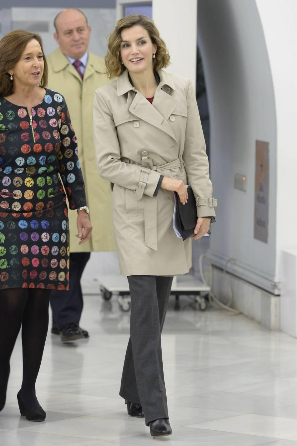 Letizia d'Espagne opte pour une tenue de saison qui lui va à merveille.