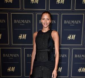 Noémie Lenoir à la soirée Balmain X H&M à Paris le 3 novembre 2015.