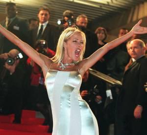 Ophélie Winter opte pour une robe nuisette seconde peau en 2000, la première édition des NRJ Music Awards.