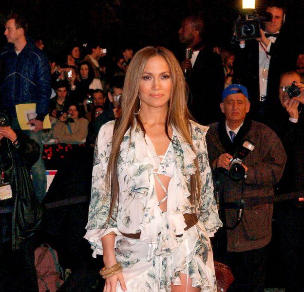 Jennifer Lopez opte pour le look maillot de bain et paréo sexy aux NRJ Music Awards 2005.