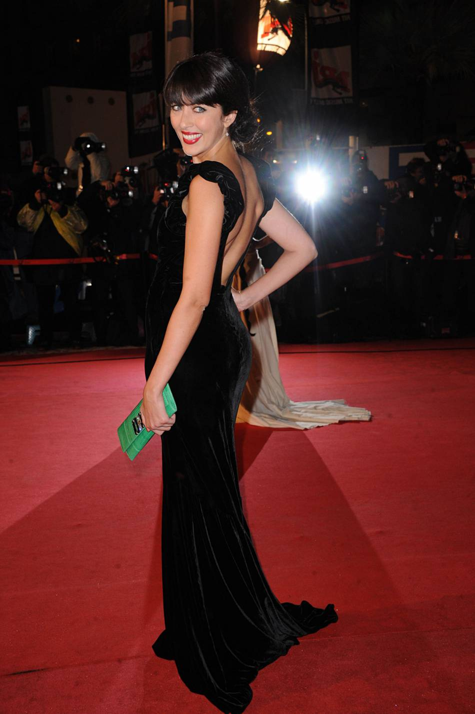 En 2012, Nolwenn Leroy mise sur la simplicité d'une robe noire en velours.