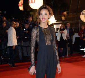 En avance sur les tendances, Noémie Lenoir adopte la combinaison pantalon en 2013.