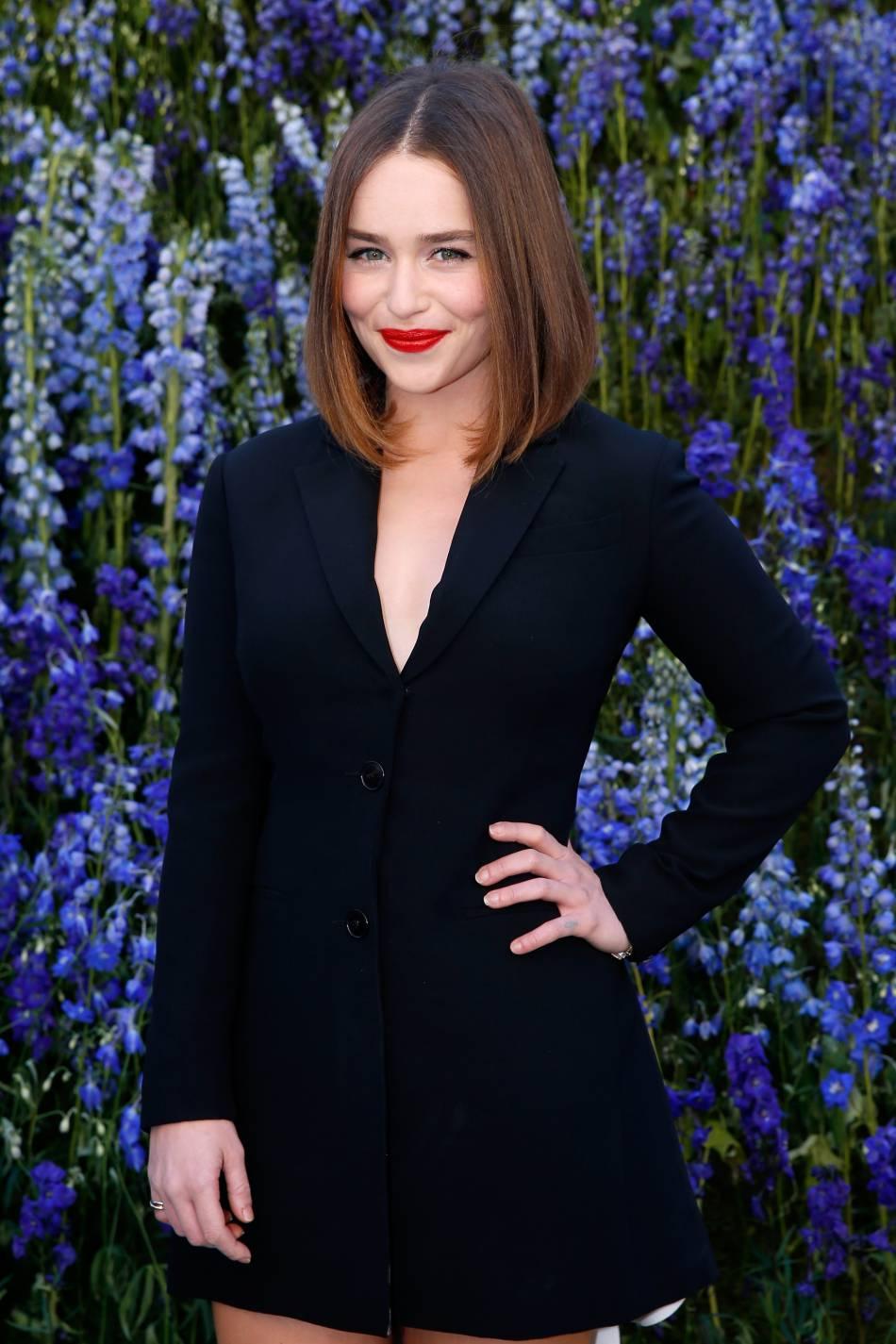 Emilia Clarke au défilé Dior Printemps-Été 2016 à Paris.