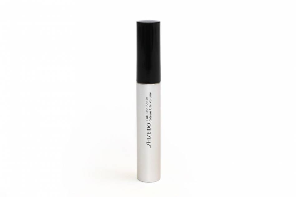 Le Serum Full Lash de Shiseido peut faire pousser les sourcils plus rapidement.