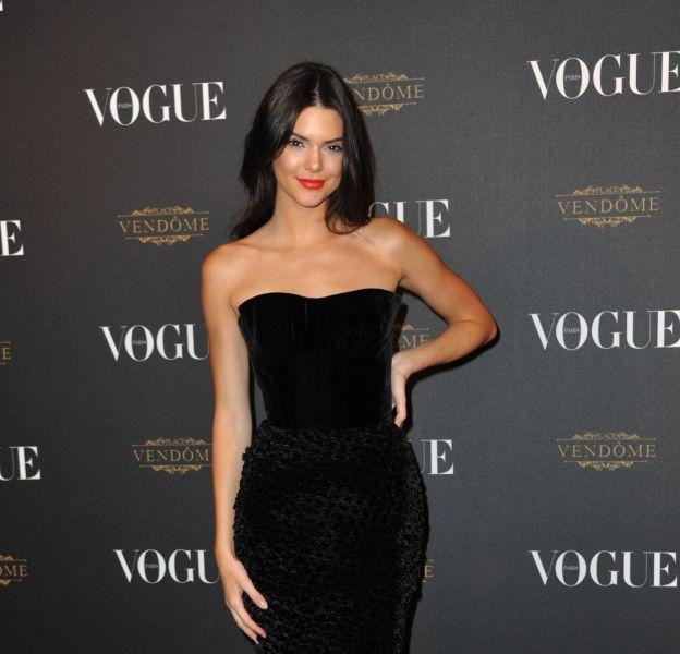Kendall Jenner rencontre sa statue de cire chez Madame Tussauds.