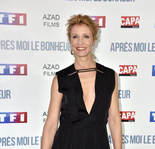 """Alexandra Lamy, ravissante et décolletée à l'avant-première de """"Après moi le bonheur"""", le 24 février 2016 à Paris."""