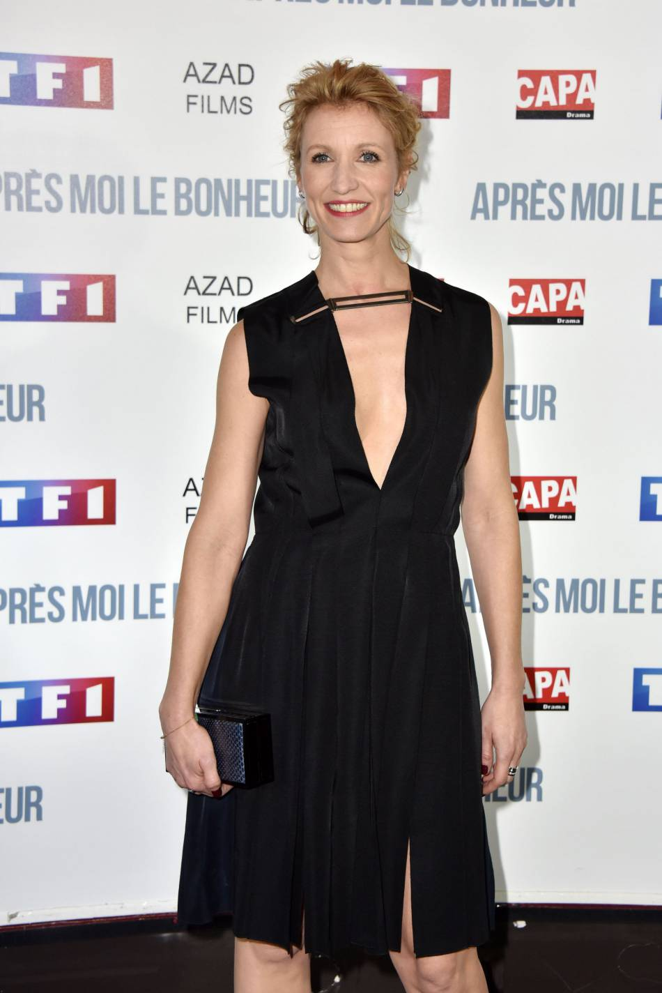 Alexandra lamy rayonnante sur le tapis rouge elle ose for Alexandra lami
