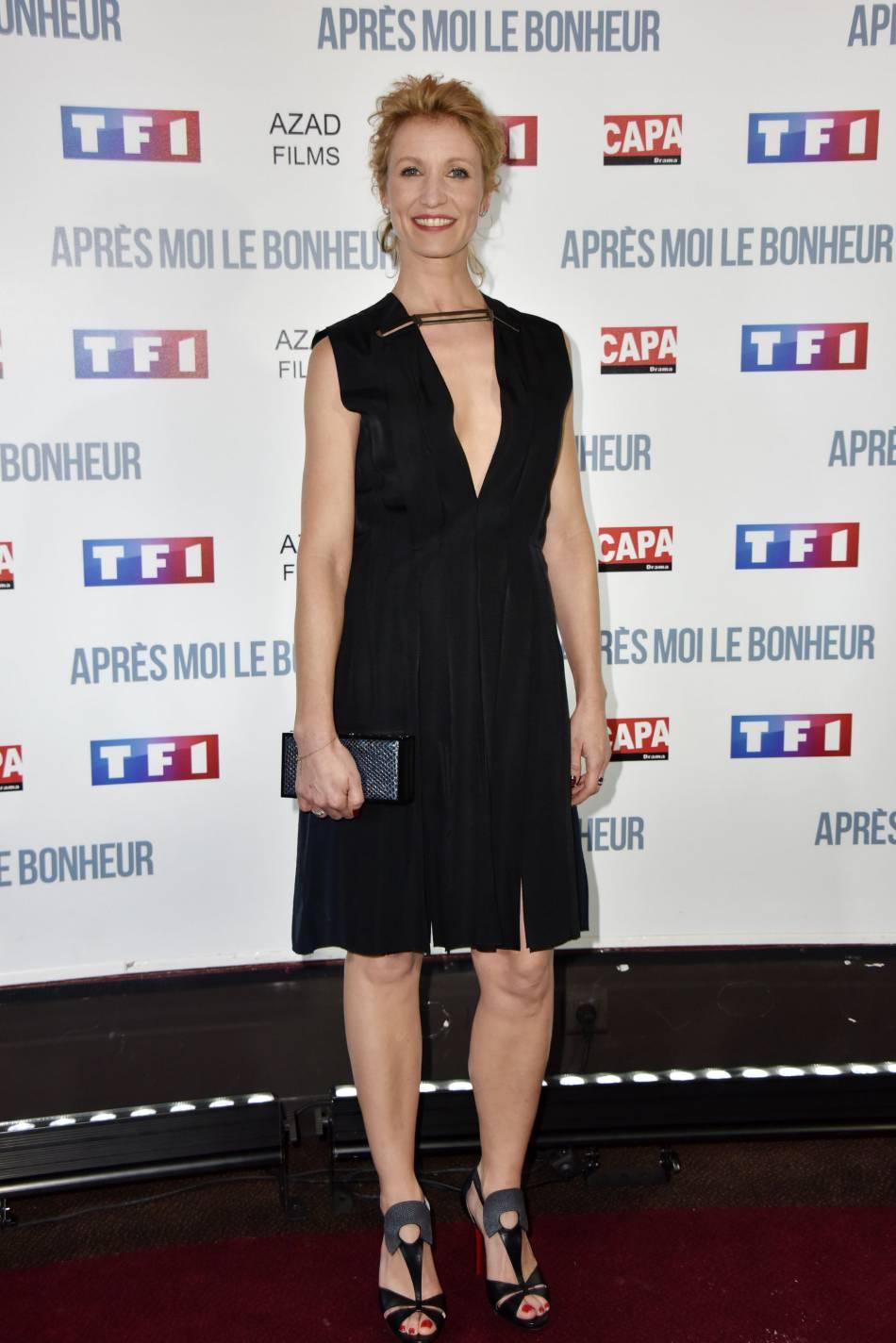 Alexandra Lamy a fait fort côté look avec une robe plus sexy qu'elle en a l'air de prime abord.