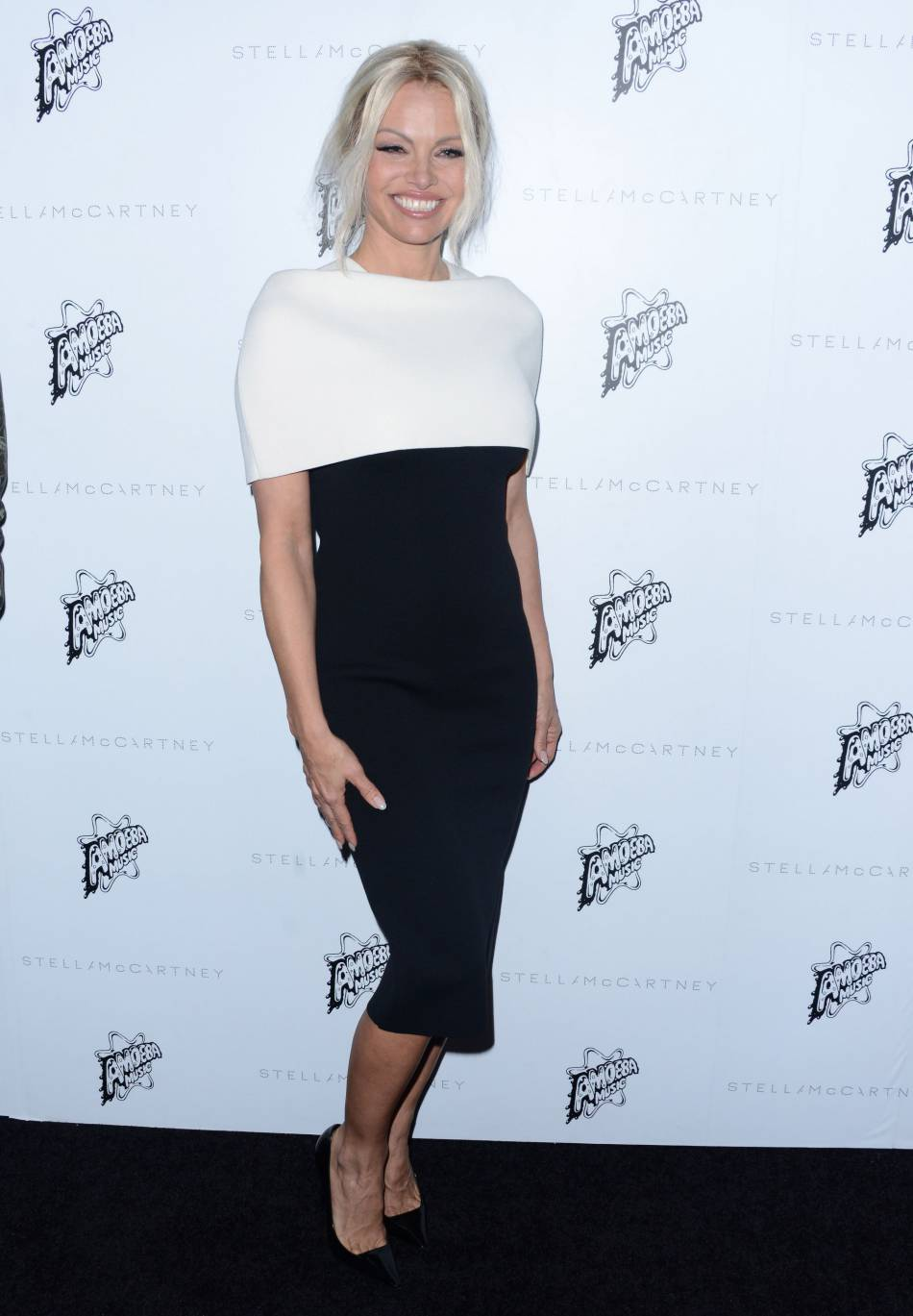 Pamela Anderson, sulfureuse devant l'objectif, elle dévoile sa plastique de rêve.