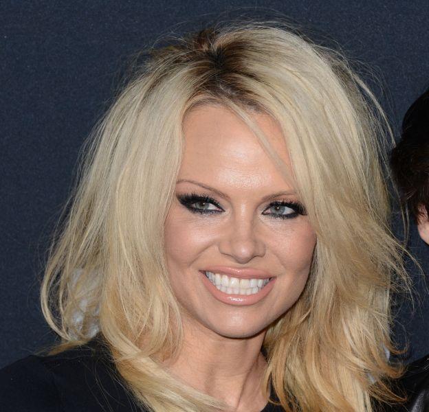 Pamela Anderson pose nue pourPaper Magazine.