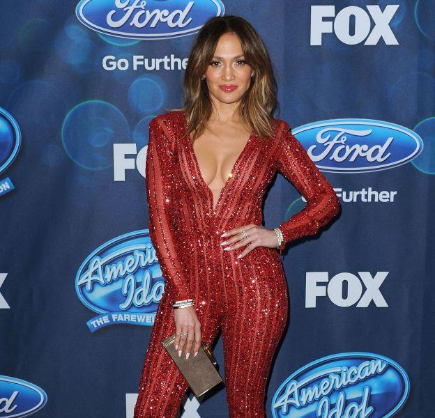 """Jennifer Lopez, bombe atomique pour la soirée des finalistes de """"American Idol""""."""