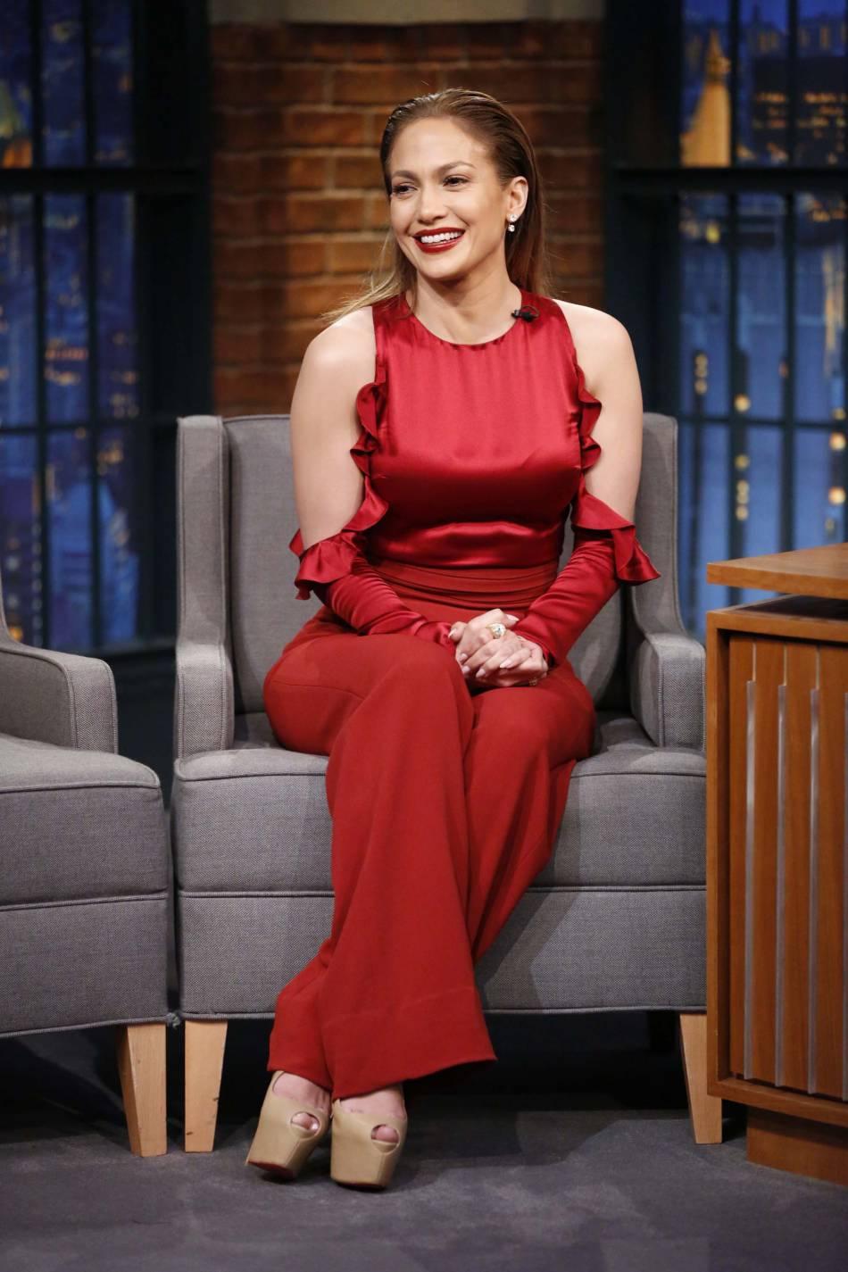 """Jennifer Lopez assure la promo de sa nouvelle série """"Shades of blue""""."""