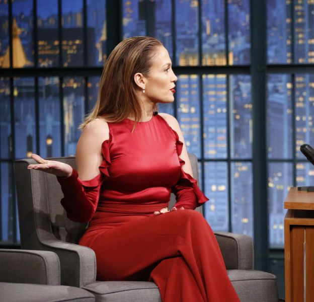 "Jennifer Lopez sur le plateau du ""Late night with Seth Meyer"" le 1er mars 2016."