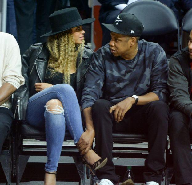 Beyoncé et Jay-Z très tactiles pendant un match au Staples Center.