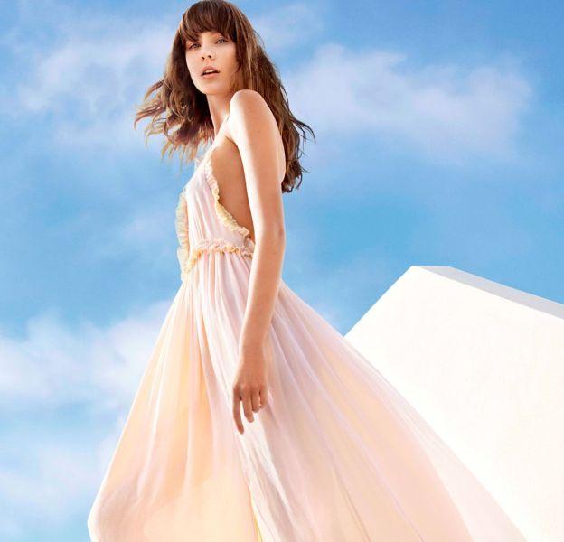 Une robe longue du lookbook printanier de Tara Jarmon.