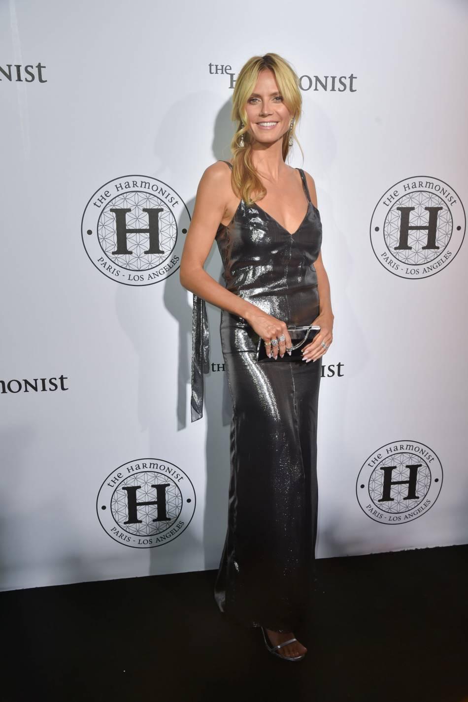 """Heidi Klum en robe Saint Laurent lamée à la soirée """"The Harmonist""""."""