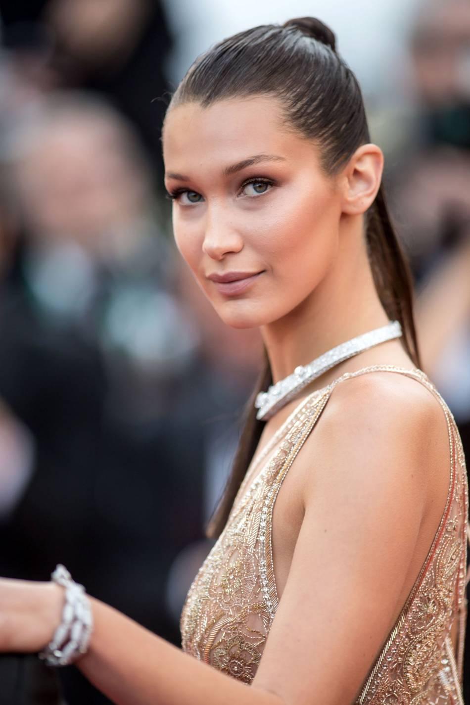 Le strobing fait des merveilles sur l'ossature déjà sublime de Bella Hadid, lors de ce 69e Festival de Cannes.