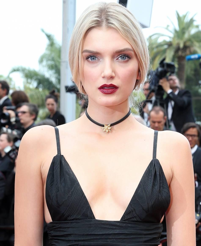 Lily Donaldson, hypnotique lors du 69e Festival de Cannes avec ses lèvres dark.