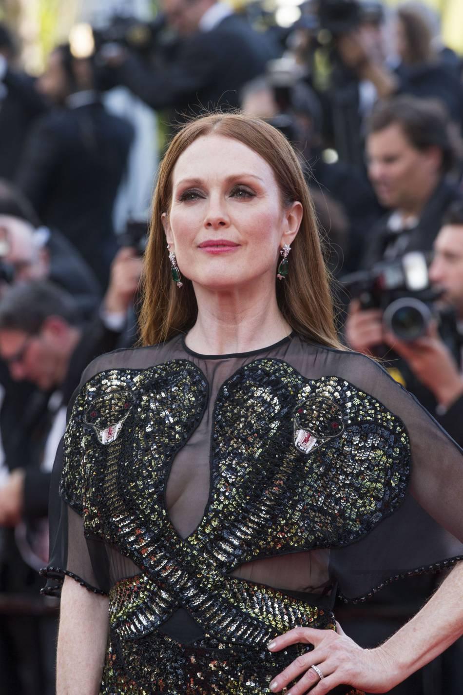 Julianne Moore, une quinqua magnétique sur le red carpet du Palais des Festivals lors de ce 69e Festival de Cannes.